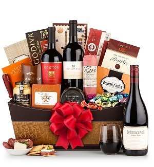 The Standing Ovation Holiday Wine Basket