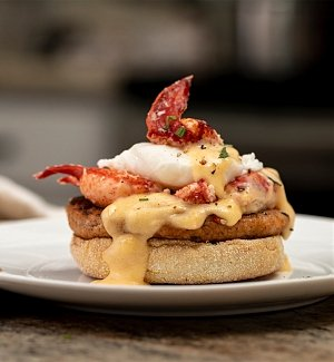 Gourmet Gift Baskets: Luscious Lobster Benedict